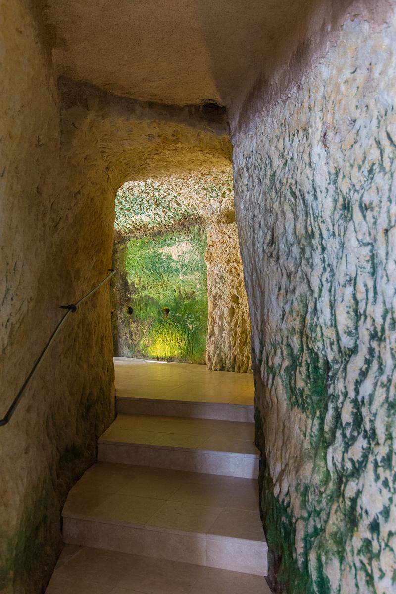 Passage dans les grottes troglodytes