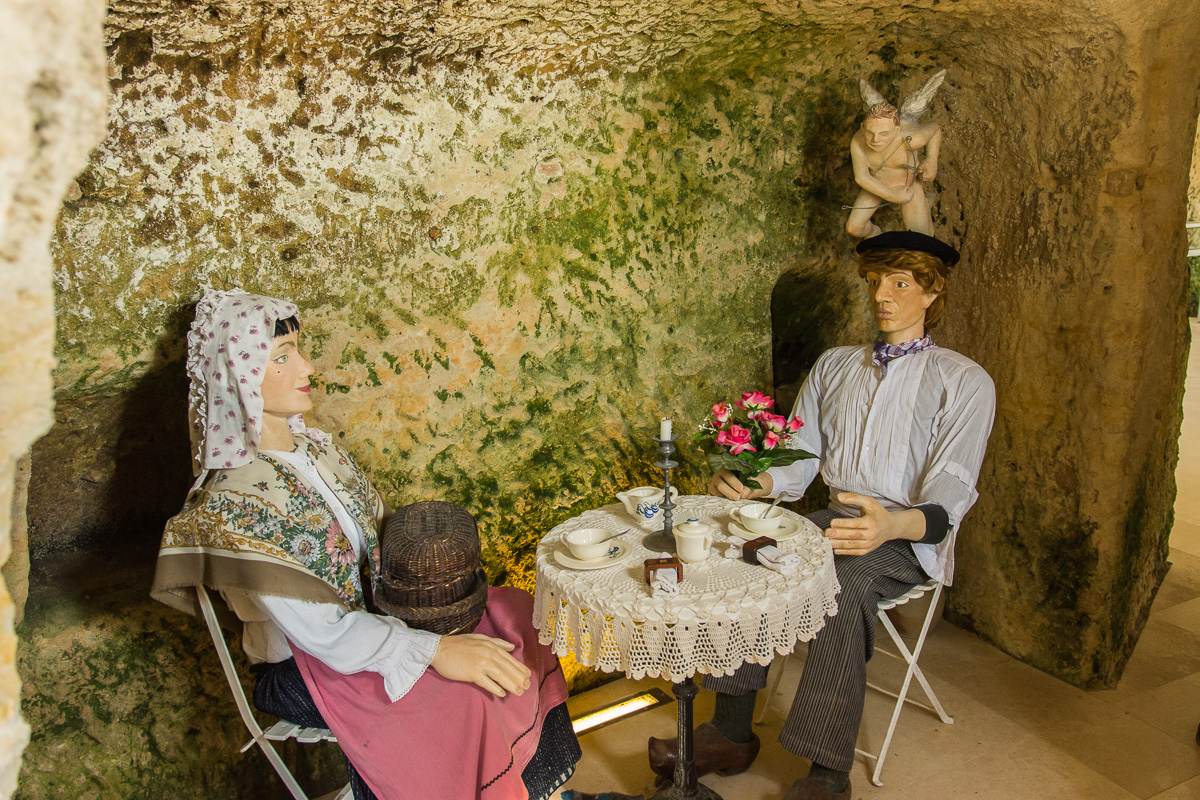 Déjeuner dans les grottes
