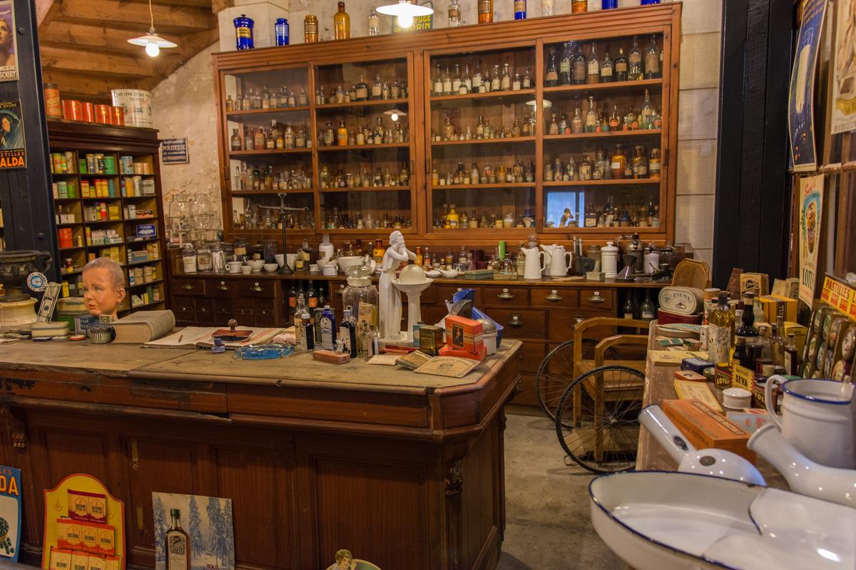 la pharmacie-Musée commerces autrefois by ArnaudDPhotography