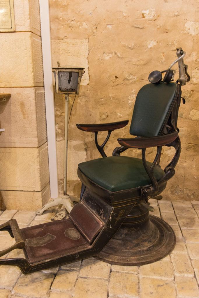 le dentiste-Musée commerces autrefois by ArnaudDPhotography