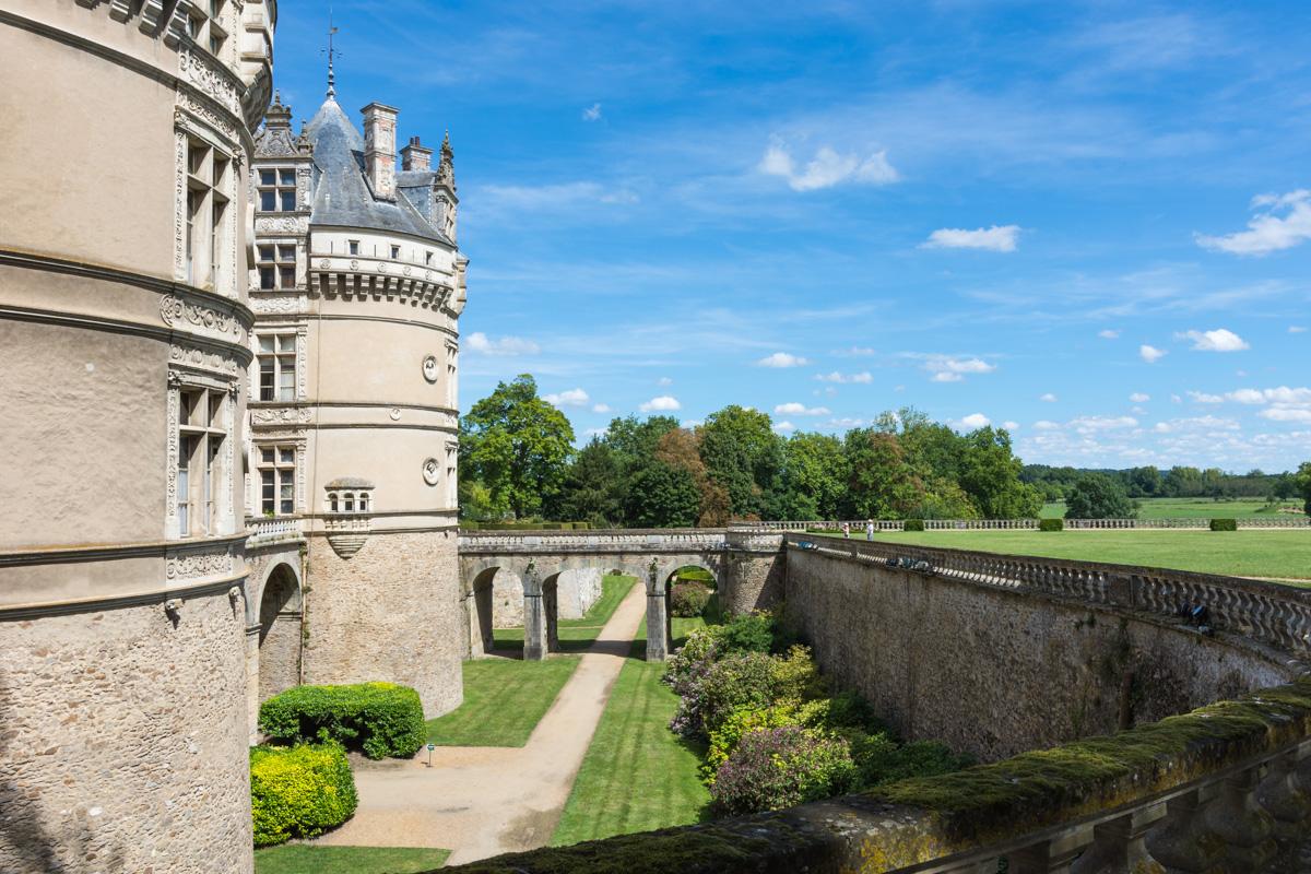 Vue de coté du chateau du Lude