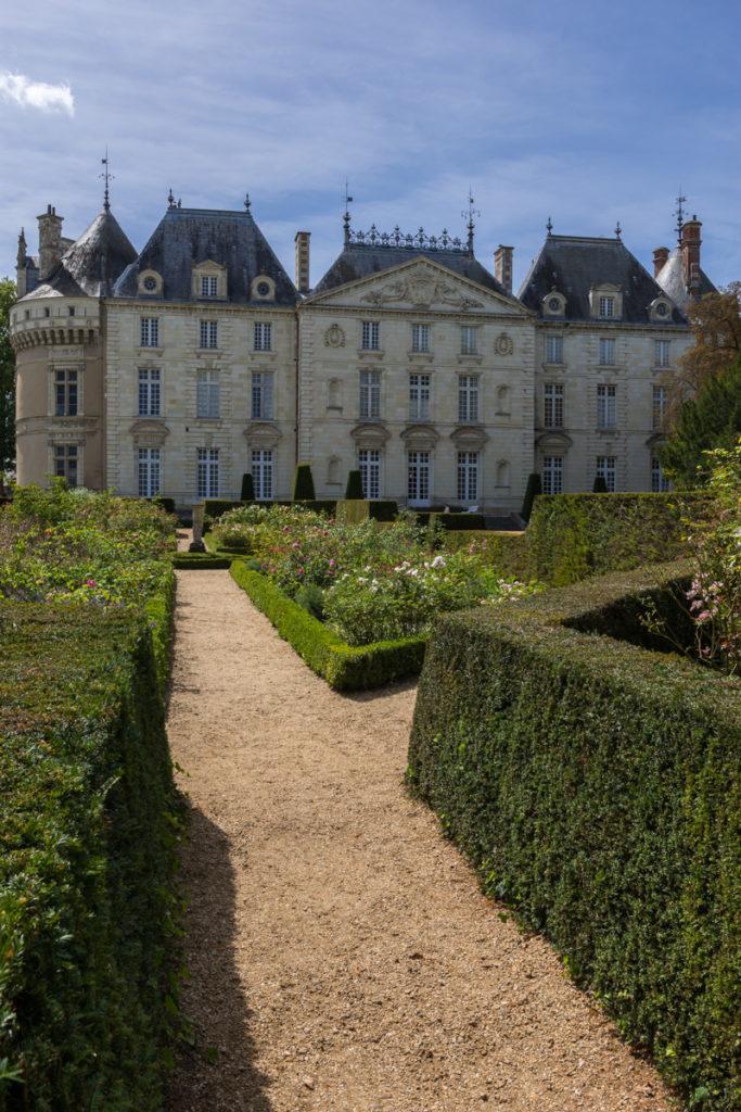 chateau du Lude vu du labytinthe