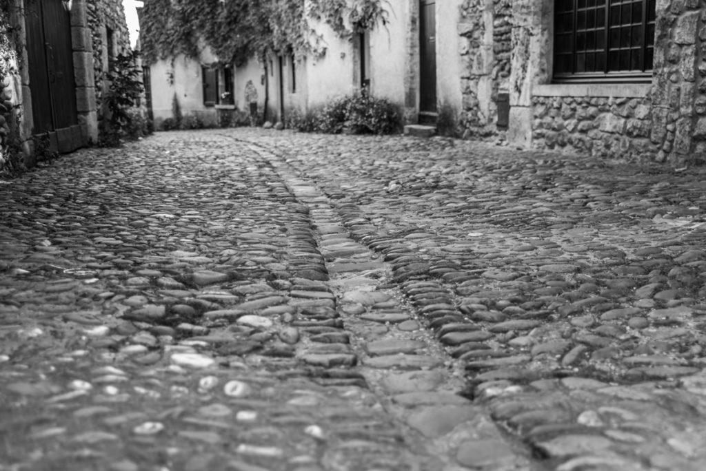 Pavés de la rue des Rondes à Pérouges