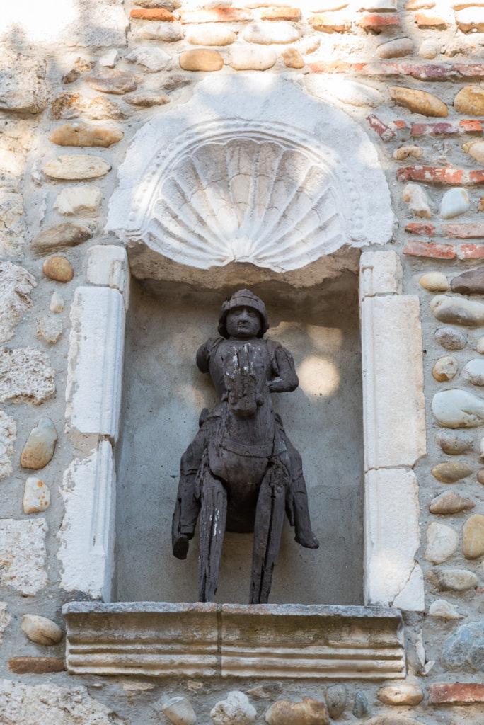 Pérouges-Statue de Saint Georges