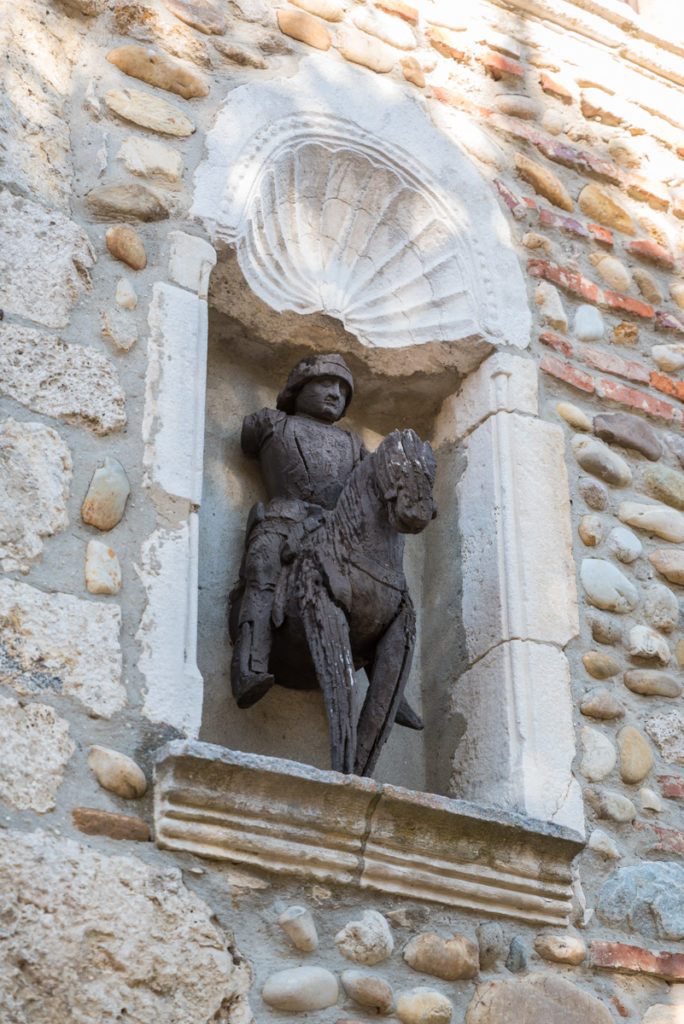 Pérouges-Statue de Saint Georges 2