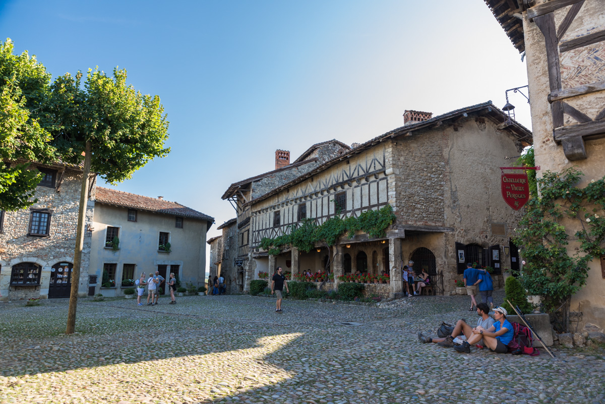 Pérouges-Place du Tilleul