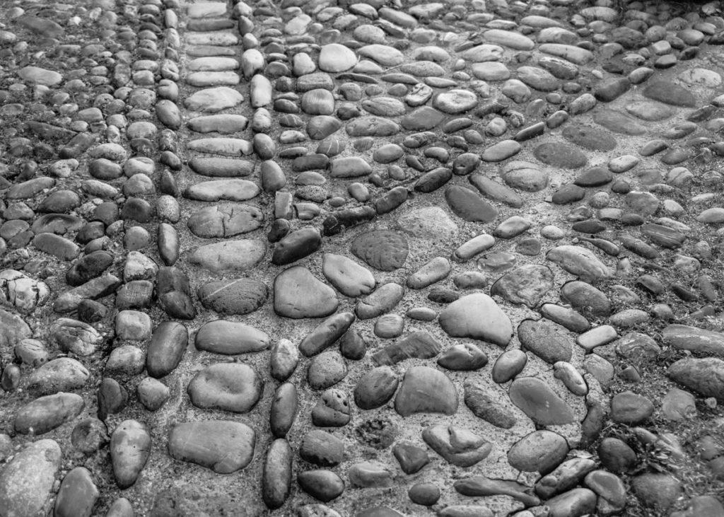 Pérouges-A la croisée des chemins
