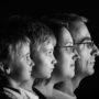 Shooting en studio d'une famille réunie sur la même photo par ArnaudDPhotography