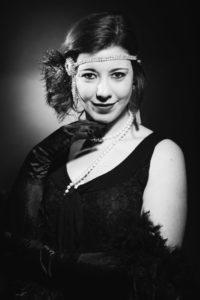 portrait femme en noir et blanc de style Harcourt