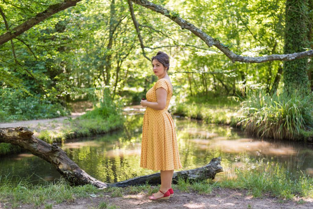 Lifestyle, Shooting photo, Femme, robe jaune, années 50